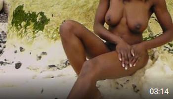UK black girl nude outdoors – video 2